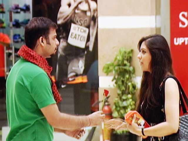 Video : Proposal In This Shopping Mall Goes Horribly Wrong!