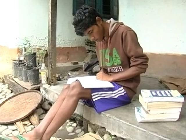 Video : In West Bengal's Tea Estate Crisis, a World of Worry For a 21-Year-Old