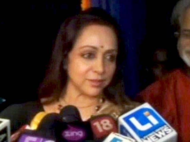 Video : शाहरुख खान को निशाना बनाना ठीक नहीं : हेमा मालिनी
