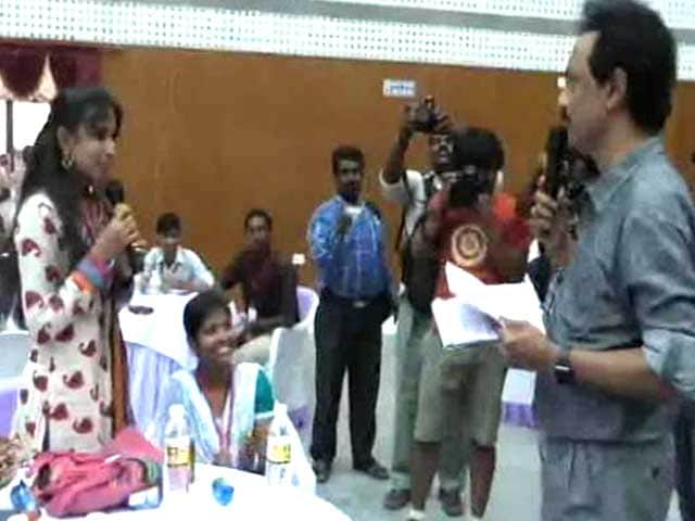 Video : Girl 'Gifts' Liquor to MK Stalin, Seeks Prohibition in Tamil Nadu