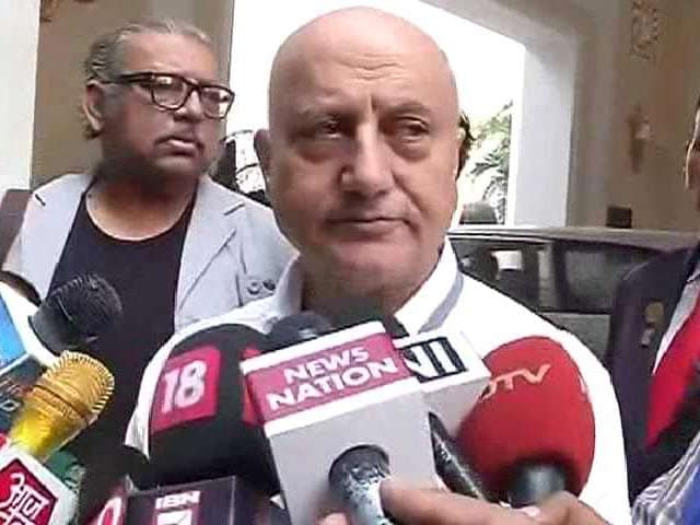 Video : Anupam Kher Leads March Against 'Intolerance' Protests in Delhi