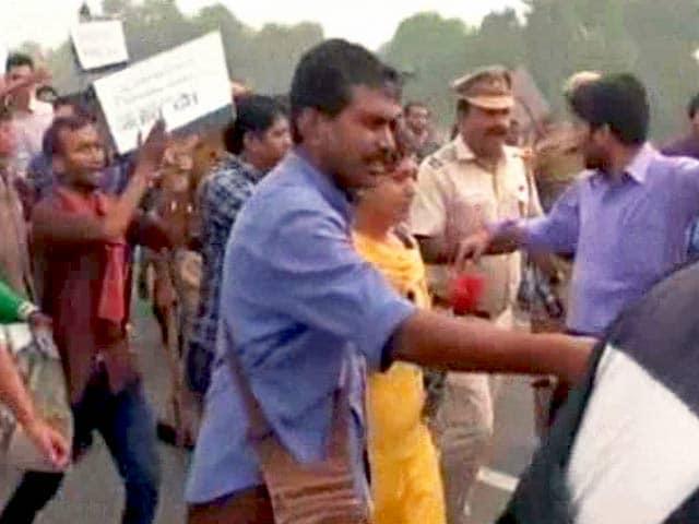 Video : अनुपम खेर के 'मार्च फ़ॉर इंडिया' में NDTV संवाददाताओं से बदसलूकी
