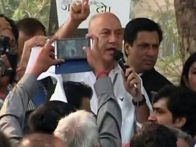 Video : इंडिया 9 बजे : सहिष्णुता को लेकर मार्च में ही दिखी असहिष्णुता