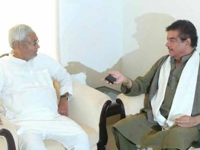 Video : BJP's Shatrughan Sinha Meets Nitish, Says He 'Will be Good for Bihar'