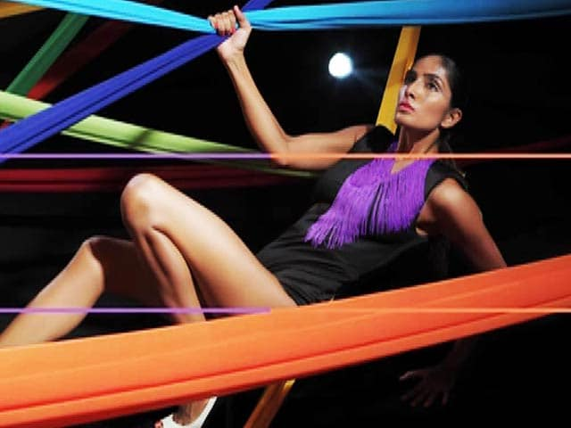 Video : Kingfisher Supermodels Nail the Abstract Art Task