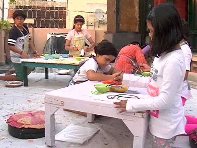 Video : Save The Earth: Kids Make Artwork out of Waste