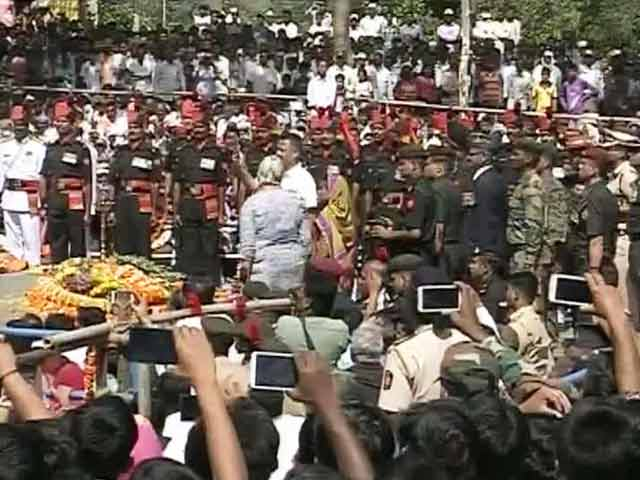 Video : 21-Gun Salute for Martyred Colonel Santosh Mahadik