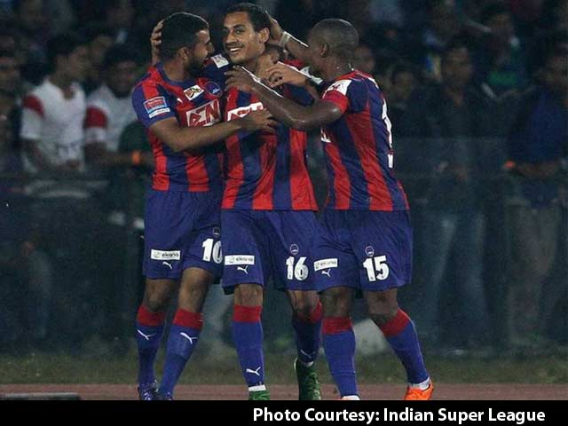 Video : Delhi Dynamos Defeat NorthEast United to Enter Semis