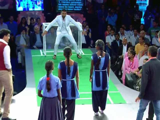 Video : Ranveer Singh, Sourav Ganguly vs Schoolgirls from Ranchi