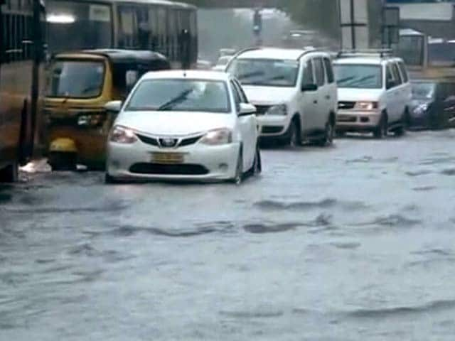 Video : चेन्नई में भारी बारिश जारी, सेना बुलाई गई