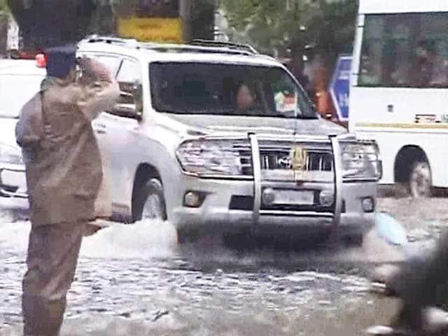 Video : Jayalalithaa Conducts Survey of Flood-Hit Areas