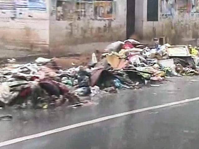 Video : Chennai Rains Fallout: Garbage Everywhere but Workers Missing