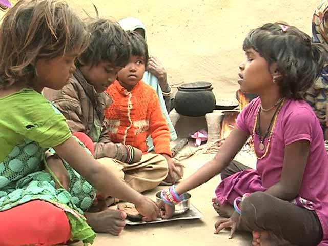 Video : In Drought-Hit Uttar Pradesh, The Poor Are Eating Rotis Made Of Grass
