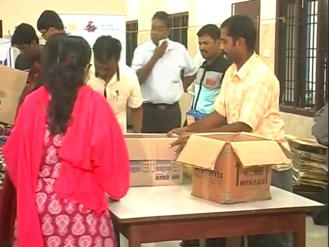 Video : How People Of Chennai Are Coming Together To Help Flood-Affected