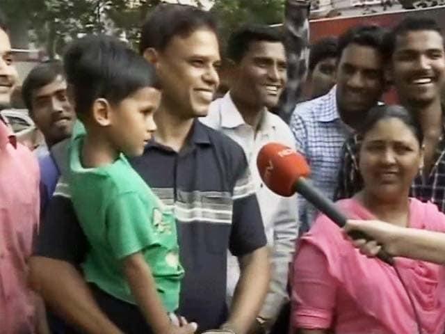 Video : Salman Fans Happy With Verdict, Say 'Hip Hip Hurray'