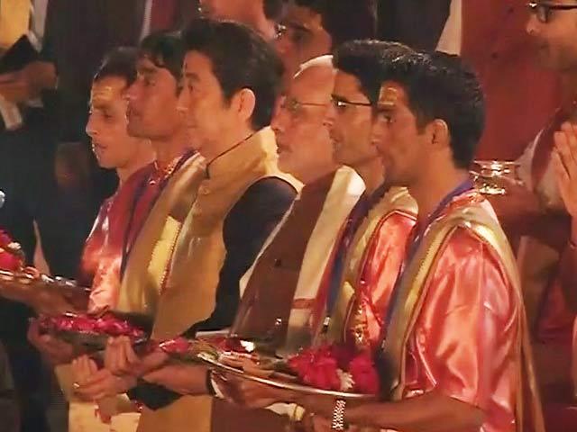Video : इंडिया 9 बजे : काशी में पीएम मोदी और आबे ने की गंगा आरती