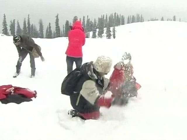 Video : Gulmarg Prepares For Christmas And Snow Carnival