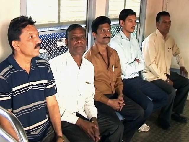 Video : अब मुंबई की लोकल ट्रेन में ज्यादा यात्रियों के लिए जगह, सीटों की व्यवस्था बदली