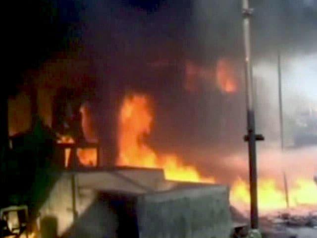 Video : मध्य प्रदेश के उज्जैन में प्लास्टिक गोदाम में लगी आग