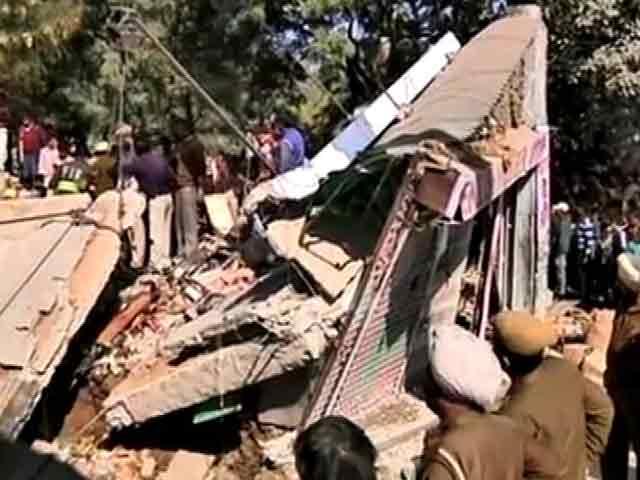 Video : चंडीगढ़ में इमारत गिरने से 6 मज़दूरों की मौत