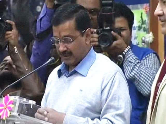 Video : Flowers And Gandhigiri: Kejriwal's Tips For 'Odd-Even' Volunteers