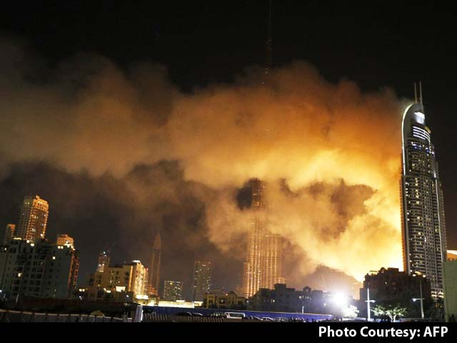 Video : Huge Fire Erupts at Dubai Hotel