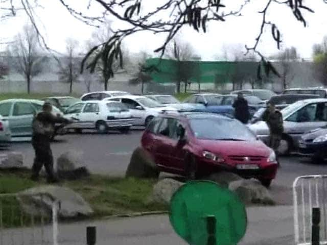 Video : Amateur Video Shows French Soldiers During Shooting at Mosque