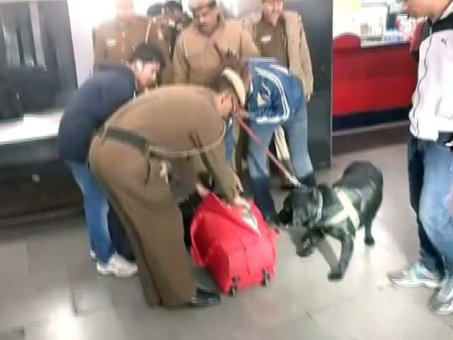 Video : Bomb Scare On Lucknow Shatabdi Express, Train Evacuated At Ghaziabad