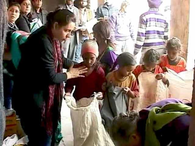 Video : सर्दी से ठिठुरते पंजाब के गरीब स्कूली बच्चों को मिली राहत