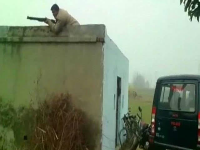 Video : Gang Of Robbers Surrounded In Dramatic Chase By Cops Near Delhi