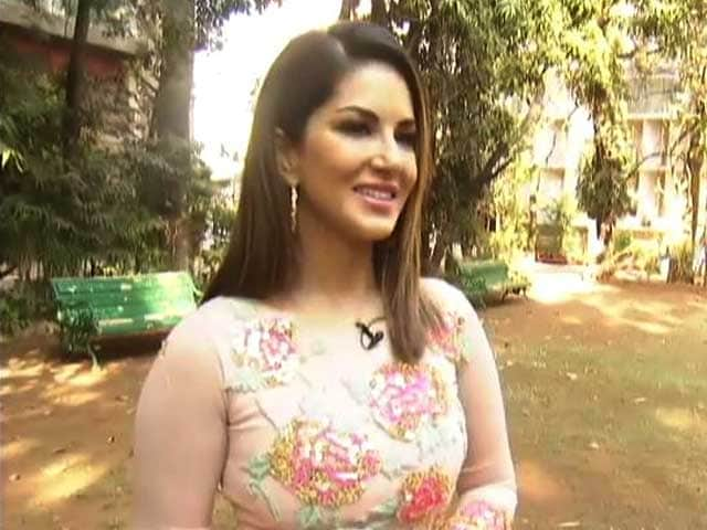 Video : Actresses Don't Like To Share The Stage With Me: Sunny Leone