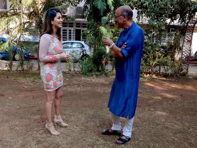 Video : Walk The Talk With Sunny Leone