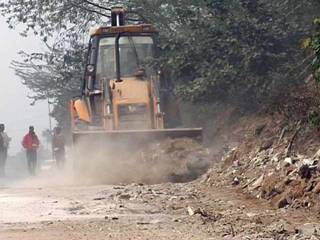 Video : Gurgaon Dumps Waste In Aravalli Forest To Clean Road For PM Modi's Visit