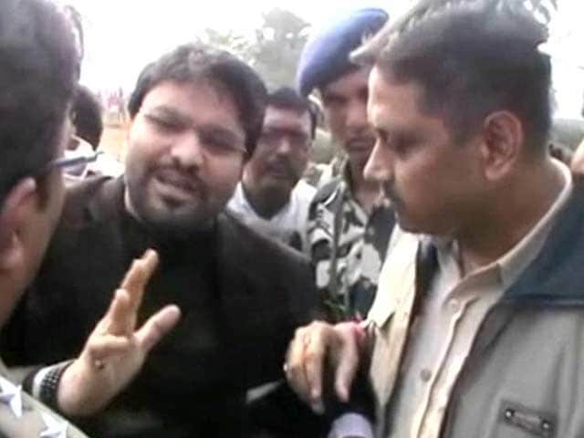 Video : Union Minister Babul Supriyo Stopped By Police In West Bengal's Asansol