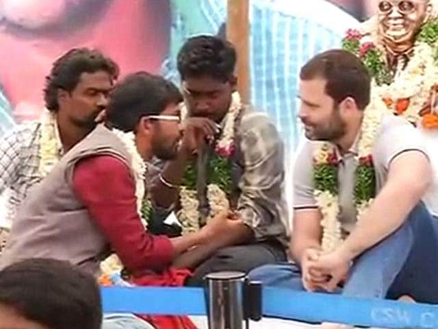 Video : Rahul Gandhi Joins Protesters On Hunger Strike For Rohith Vemula