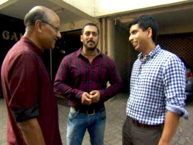 Videos : 'चलते-चलते' खान एकेडमी के सलमान खान के साथ