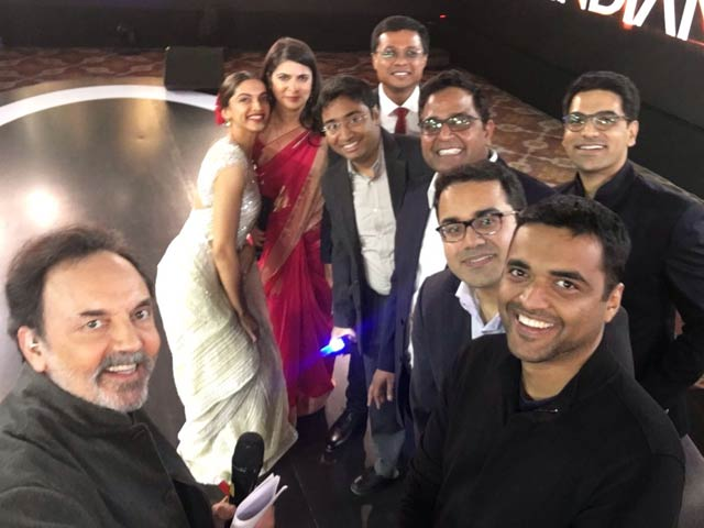 Video : After The Unicorn Award, It Is Selfie Time