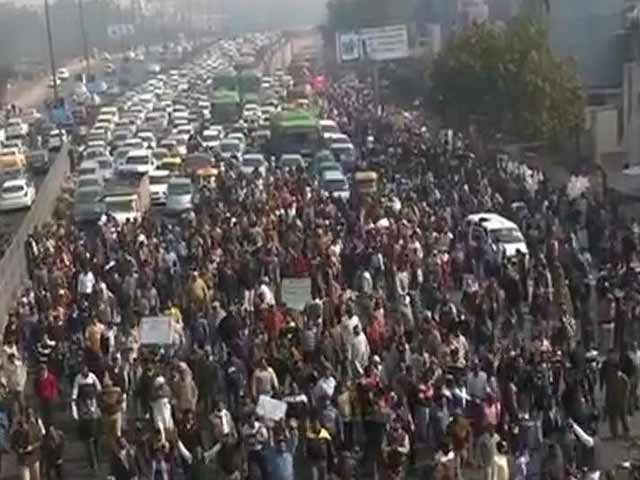 Video : Civic Workers Block Highway, Arvind Kejriwal Says He Has Solution