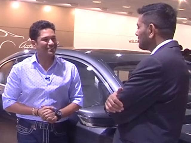 Sachin Tendulkar Visits BMW Stall at 2016 Auto Expo