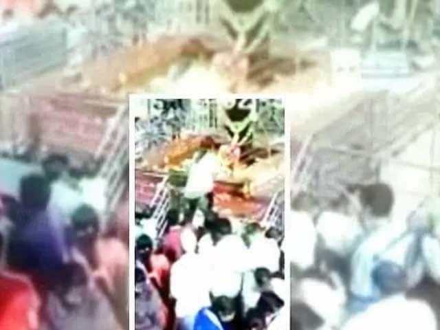 Video : शनि शिंगणापुर मंदिर में महिलाएं पूजा करेंगी या नहीं, सीएम फडणवीस करेंगे फैसला
