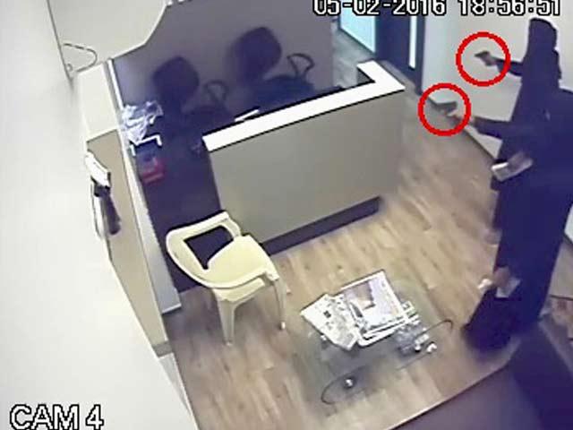 Video : मुंबई : दफ्तर में घुसकर बिल्डर को मारी गोली, सीसीटीवी में कैद पूरी वारदात