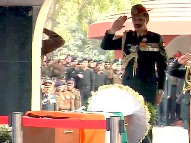 Video : लांसनायक हनुमंतप्पा को रक्षा मंत्री, सेना प्रमुखों और राहुल गांधी ने दी श्रद्धांजलि