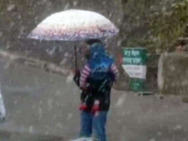 Video : शिमला समेत कई पहाड़ी इलाकों में बर्फबारी