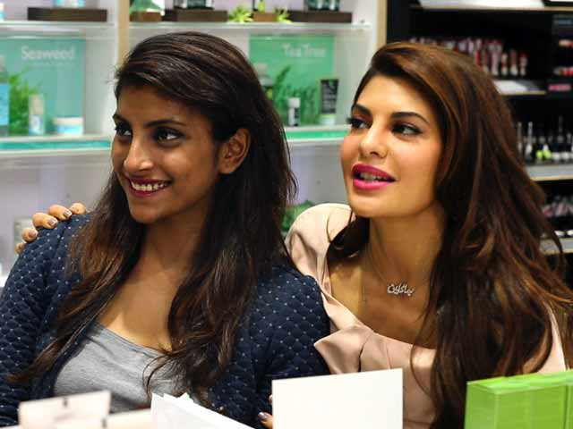 Video : Jacqueline Fernandez on What Cosmetics, Fragrances to Buy