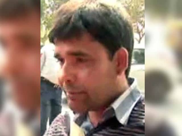Video : Again. Journalist Beaten At JNU Hearing, Same Lawyer Involved