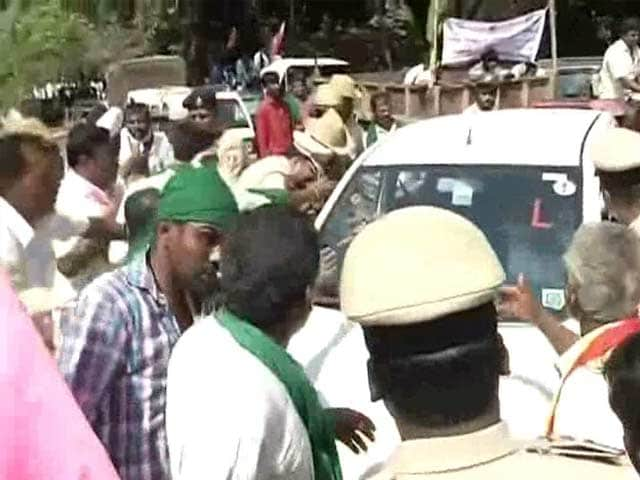 Video : Bengaluru Roads Blocked During Rush Hour Amid Massive Farmer Protests