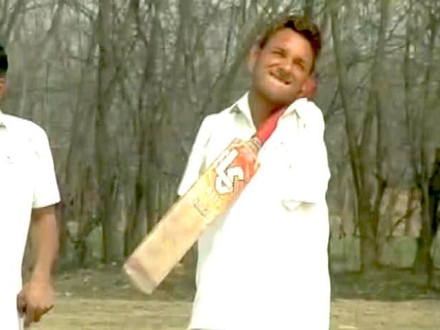 Video : आत्मविश्वास की मिसाल : दोनों हाथ नहीं है, फिर भी क्रिकेट खेलते हैं आमिर...