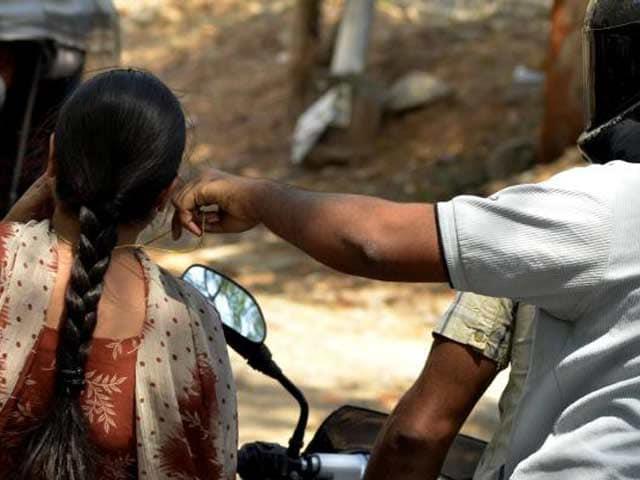 Video : मुंबई में चेन चोरों ने छीना चैन