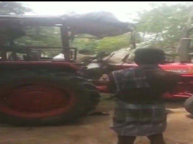 Video : For Tamil Nadu Farmer Beaten Over Debt, Help Comes From Actor Karunakaran