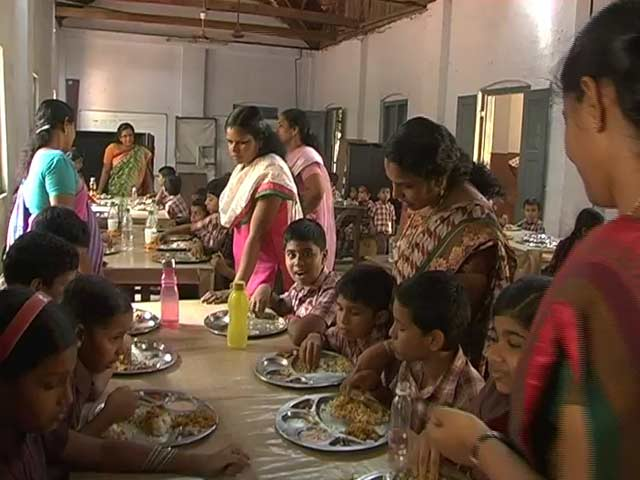 Video : Kerala's Mid-Day Meals Are A Success. Except Teachers Are Funding Them.